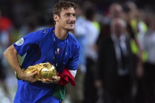 Il-Pallone-d'oro-a-Francesco-Totti.jpg